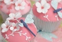 Cupcakes & Cakes / by LeeAnn Frazier