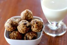Peanut Butter Snack Bites / all of these peanut butter snack bites look amazing! perfect for a snack on the go and at the office for my 3pm sweet tooth craving. way healthier!