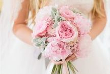 Bridal bouquets - Real weddings by Fête in France / See some of the wedding bouquets from the Fête in France brides!