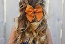 Coiffures enfants / Les petites filles sont elles aussi très coquettes et aiment se faire coiffer par leur maman. Si vous êtes en panne d'inspirations pour coiffer votre enfant, vous trouverez ici des tonnes d'idées coiffures à reproduire dans ses cheveux.