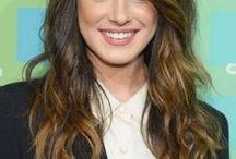 Ombré-hair / Le tie-and-dye ou le ombré-hair est de plus en plus plébiscité par les femmes. Cette technique consiste à pratiquer un effet coloré uniquement sur les pointes des cheveux. Toutes les tendances de ombré-hair sont présentées ici. Les stars l'ont adopté, pourquoi pas vous ?