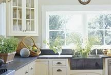 Kitchens / by Erika Hoddinott