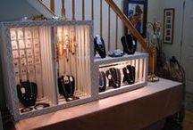 Expositores de joyería - jewelry display & packaging / En este tablero vas a encontrar algunas ideas sobre expositores para tus creaciones y buenas ideas para empaquetarlas... En fin, espero que te gusten.