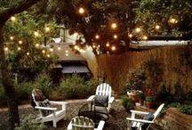 Eclairage de jardin I Garden lights / Depuis que j'ai un jardin, je ne cesse d'essayer de l'embellir et je veux en profiter même la nuit tombée. Eclairage solaire, leds, lampadaires... tout ce qu'il faut pour une belle lumière !