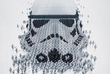 """""""Star Wars"""" / La muestra propone crear tu propio personaje de la saga de ciencia ficción. Una exposición que explora el tema de la identidad humana, a través de los personajes de la legendaria saga de ciencia ficción """"Star Wars"""", se inaugura el jueves 19 de abril hasta el 16 de Sep. en Montreal.  """"Esta exposición muestra cómo los personajes de 'Star Wars' se parecen a nosotros, lo que podemos tener en común con ellos y lo que forma nuestras identidades individuales"""""""