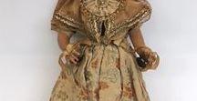 Poppen in klederdracht / Poppen Dolls Antiek Klederdracht