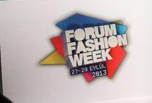 Forum Fashion Week 2013 / Bu yıl 4.'sü düzenlenen Forum Fashion Week, 27-29 Eylül tarihlerinde Marmara Forum Alışveriş Merkezl'nde moda ve alışveriş rüzgarı estirdi.  27 Eylül akşamı muhteşem bir galayla başlayan Forum Fashion Week'te iki gün boyunca birbirinden ünlü mankenlerin podyuma çıktığı defileler, stil ikonlarının konuk olduğu sohbetler, tarzıyla çok konuşulan isimlerin gerçekleştirdiği  atölye çalışmaları düzenlendi.