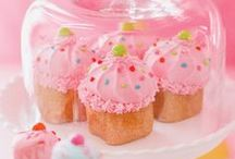 Cupcake Party / Cupcake Party Ideas, perfect for a girl baking party!  Lots of Cupcake Party Supplies, decorations and inpiration