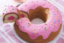 Donut Party Ideas / The Cutest Donut Party Ideas for birthday parties or all your celebrations!  All the donut party decorations and donut party supplies you are looking for from donut plates, donut floats, donut cups, donut napkins, sprinkles cupcake wrappers and more!