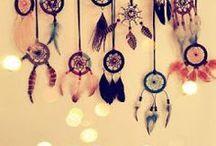 DIY : plumes / Retrouvez des idées de réalisations avec des plumes : attrapes rêves, bijoux ... tout est possible