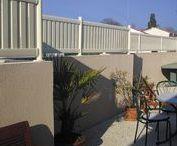 Clôtures séparatives & Brise-vues / SIB propose une nouvelle offre standardisée de clôtures prêtes à poser. Découvrez-les sans tarder.