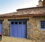 Portes de garage - Battantes / Chaque porte de garage est unique et doit s'intégrer parfaitement à l'environnement de votre façade.