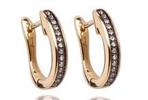 Hoop Earrings / Hoops in all shapes and sizes for any occasion, be it for dressing up your jeans or to pair with an evening dress.