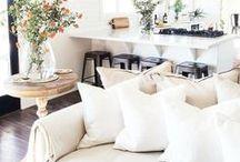 Farmhouse Living Room Decor Ideas / Farmhouse decor, Farmhouse decor ideas, modern farmhouse style, farmhouse living room.