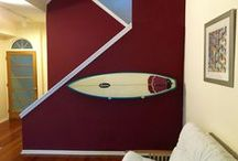 Surfboard Storage and Decoration Design Solutions / Organization inspiration for surfers! Great storage, display, art, and decoration ideas for your surfboards at home, from indoors to outdoors.
