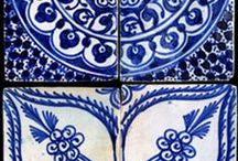 delft / There's definitely something happening in the world of DELFT.. Here are my DELFT-LIKE selections. DELFT: influenced by English or Dutch tin-glazed earthenware, typically decorated by hand in blue on a white background…