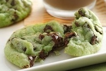 Cookies & Cookie Bars / great new ideas for making cookies.. / by Marilyn (Freeland)  Taylor