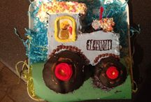 Tractor birthday cake ideas / Inspiration for R's 2nd birthday cake