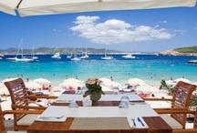 Champagne Lifestyle / Champagne is gemaakt om van te genieten.. op je eigen manier. Intiem met je geliefde, feestelijk met je collega's, bruisend op het strand... op de mooiste plekken mis je nog maar 1 ding om het compleet te maken: champagne natuurlijk! :-) www.champagnebabes.nl