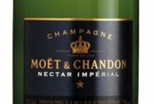 Demi Sec Champagnes / Kies een demi-sec champagne als je ook houdt van zoete witte wijnen of de champagne wilt combineren met een lichtzoet dessert of vers fruit. Kies en bestel bij www.ChampagneBabes.nl