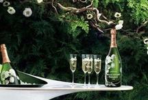 Perrier-Jouet Champagne / Deze in Art Nouveau-stijl gedecoreerde champagne is te koop bij ChampagneBabes.nl. Heel mooi als romantisch cadeau, geschenk bij een huwelijk of om heerlijk samen op te drinken.