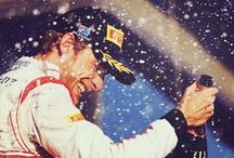 Mumm champagne / De Formule 1 winnaar mag op het podium altijd een champagnefles Mumm in Jeroboam formaat laten knallen. Veel van de lekkere 3 liter champagne gaat in dat showmoment verloren.
