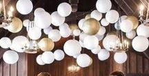 Lanternes pour la décoration de salle de mariage / Pour la #decoration de #mariage, optez pour des #lanternes en papier. Qu'elles soient petites ou grandes, bleu ou blanche, choisissez la ou les différentes lanternes en papier qui vont embellir votre salle de mariage.  Visitez directement la boutique de décoration de mariage et de lanterne : https://www.mariage-original.com/30-lanternes-en-papier