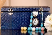 Jewellery Case / Browse and Shop exclusive and vintage range of jewellery cases which are made of genuine leather.