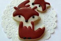 Decorated Animal Cookies / A collection of great ideas for decorating animal cookies. Animal cookie cutter shapes.