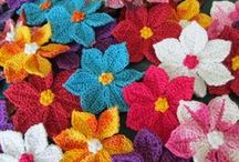 Cochet Wig Accessories Patterns / Magic Yarn wig accessories! Free crochet patterns to add whimsy to a yarn wig for cancer fighters. Be creative and add your own personal touch! Snowflakes for Elsa, starfish for Ariel, and flowers for Anna :) And maybe a crown too!