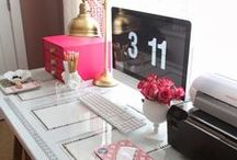 Office Decor / Ideas for your home office decor and organization. Whether you're a solopreneur, a girlboss or blogger, you need a fab workspace!