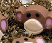 Monkey party / ideas for a cute monkey theme birthday party.