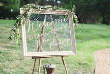 ウェルカムボード&サイン l Signs / ウェルカムボードを始め、会場に設置されたお洒落なサインを特集しています。Wedding boards and signs.