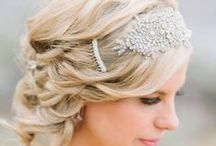 ヘアアクセサリー l Hair Accessories / ヘアスタイルの仕上げに綺麗に映えてくれるヘアアクセサリーや生花のヘアピースを特集しています。Hair accessories, and Floral hair pieces.