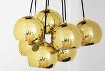 Luminaires design / Besoin de lumière dans votre intérieur ? Une suspension au plafond ? Une Applique dans votre entrée ? Une lampe de table pour votre bureau ? Ou bien un lampadaire pour votre salon ? Grâce à notre large sélection de luminaires design et tendance, Sodezign vous propose de d'éclairer votre intérieur astucieusement.
