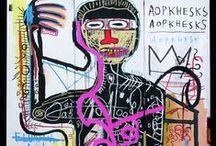 """Jean Michel Basquiat / Jean-Michel Basquiat (* 22. Dezember 1960 in New York City; † 12. August 1988 ebenda) war der erste afroamerikanische Künstler, der den Durchbruch in der hauptsächlich weißen Kunstwelt schaffte. Der gängigen Einordnung als Graffiti-Künstler widersprach Basquiat """"Ich bin kein Teil der Graffitikunst.""""[1] Bis heute polarisiert Basquiat bei der Bestimmung seines Stellenwertes in der Kunstgeschichte.[2] Um Basquiats Bilder zu verstehen, schreibt die afroamerikanische Essayistin bell hooks, müsse man bereit sein, die tragische Dimension des schwarzen Lebens zu akzeptieren und bezieht sich dabei auf James Baldwins Essay The Fire Next Time (1963), """"dass es für die Schrecken des schwarzen Lebens keine Sprache gibt."""" Basquiats Arbeit gebe diesem Schrecken einen künstlerischen Ausdruck.[3] wikipedia"""