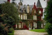 Castles, Chateaus & Palaces / by Julie Mangano