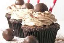 Cakes and Cupcakes / by Cheryl Hansen