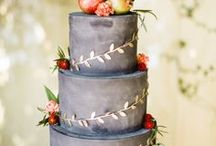 Wedding Cakes with Fruit / The best wedding cakes with fruit on them. Add flair to your wedding cake when you add a monogrammed apple from Fun to Eat Fruit. Fruit and berries are the perfect addition to fall wedding cakes.