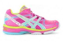 Top Netball Shoes / Netball is played all year round.. so it's available from us all year round as well. Check out the 2014 Netball range featuring ASICS in bright orange, pink and purple standouts.