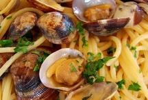 """Il nostro ristorante / La qualità e la genuinità della nostra cucina, unita ad un servizio attento e premuroso fa del nostro ristorante """"La redancia"""" il nostro fiore all'occhiello.  Insieme andremo alla scoperta dei sapori della cucina ligure e italiana: il Pesto, la pasta fresca, il pesce azzurro del nostro mare, le verdure e la frutta dei nostri orti a fasce, i dolci..."""