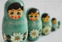 russian nesting dolls. / I have a slight obsession with Matryoshka dolls, Babushka dolls and/or Russian Nesting dolls. Some of them are works of true works of art! Here are some favorites ........................................................................................................................................................................................   Also called Baboesjka | Russian dolls, collection of matroesjka's, russion dolls. Verzameling van matroesjka's, russische poppetjes.  / by Stacie Haight Connerty {DivineLifestyle.com}