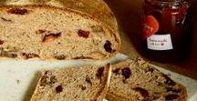 Brot / Brot ist Grundnahrungsmittel: Hier gibt es Rezepte zum Brotbacken oder für Aufstriche, Sandwiches und Butterbrot.