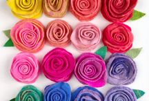 Online Felting Courses / Learn to Felt with me Gillian Harris - author of Complete Feltmaking, Carnival Of Felting, Felting Fabulous Flowers and Easy Stuff to Make with Fluff. My first course will show you hand to hand roll a Felt Rose using wet Felting and needle felting. No experience is necessary!