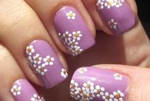 Bloemen in fashion en beauty / #bloemen #nagels #nailart #mode #fashion #bloementrends #bloemenprint / by verstuureenbloemetje.nl