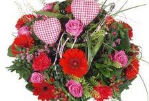 Moederdag bloemen / Op zoek naar bloemen voor Moederdag? Zet je moeder in de bloemen en verras haar met een prachtig Moederdag boeket. Bloemen Moederdag nu gemakkelijk en snel te bestellen. Alleen de beste bloemen zijn goed genoeg voor Moeder!  / by verstuureenbloemetje.nl