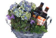 Cadeaus Vaderdag / Cadeaus voor Vaderdag of verwen zomaar je vader, papa, opa met bloemen en een heerlijk biertje! Bloemen bezorgen met vele leuke cadeaus. / by verstuureenbloemetje.nl
