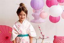 Kokeshi / Decoração de festa de aniversário no tema de Kokeshi - essa delicada bonequinha japonesa -, com mesa, bolo, lembrancinhas e comidas.
