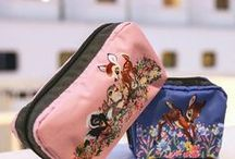 Disney: Bambi / Inspired by the original artwork of Disney's Animated Classic, Bambi, this sweet collection tells the story of friendship and invites you to frolic in the springtime forest with all the pretty flowers.