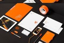 """B R A N D I N G / Als Branding wird die Entwicklung einer Marke bezeichnet. Das Ergebnis dieses Prozesses ist die Erzeugung eines einzigartigen Images. Das Branding kann sich auf Unternehmen, Institutionen, Produkte, Dienstleistungen oder auch Personen (wie Künstler, Politiker etc.) beziehen. Es geht darum, dass sich die Vorstellungen, die mit dem Unternehmen etc. verbunden sind, in das Gedächtnis der Verbraucher """"einbrennen""""."""